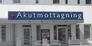 Akutmottagningen på Södertälje sjukhus har fullt upp med att ta hand om patienter som skadat sig i halkan.