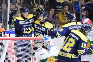 Sebastian Wännström jublar efter mål.
