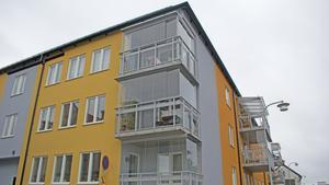 Med inspiration från jordens olika färgskiftningar tornar bostadskvarteret Berguven upp sig vid korsningen Engelbrektsgatan/Stigaregatan.