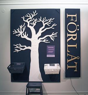 Här vid förlåtelseträdet kan utställningsbesökare förlåta de som dömt dem, eller be om förlåtelse om de dömt någon.