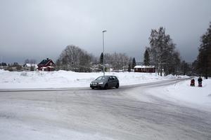 Här vid Knutsbovägen, Mellanvägen, Hedvägen kan det komma att byggas 28 tillfälliga bostäder. Byggstart kan det eventuellt bli senare i år.