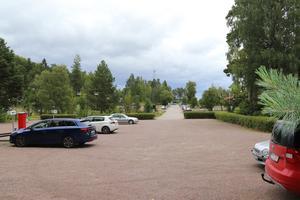 Tänk efter före uppmanar Kjell Gustafsson Falu kommun i sin insändare. Inom några år kan bilparkeringen vid Regementsvägen ersättas av tre stora bostadshus.
