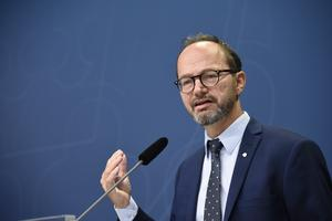 Infrastrukturminister Tomas Eneroth (S) har bjudit in till samtal om höghastighetståg.
