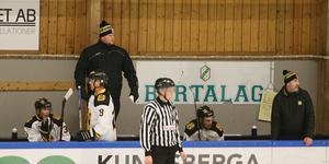 Dennis Sundström hade en tuff dag på jobbet när Hallsta bortaslog Ekerö/Skå.