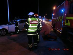 En person fick föras till sjukhus efter olyckan. Foto: Mora Brandkår