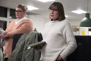 Eva Bergström Selling (S) (närmast kameran) och Viktoria Jansson (M) var överens om att kommunens pengar bör satsas på  elever och lärare och inte lokaler.