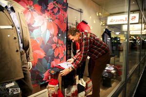 Malte Lundh, 81, kommer fortfarande till Stilmark och jobbar då och då och han sköter alltid julskyltningen.