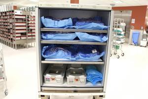 Här är de nyrengjorda operationsinstrumenten förpackade och redo att transporteras tillbaka till Astrid Lindgrens barnsjukhus i Stockholm.