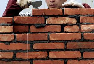 Bygger vi murar eller inte? Signaturen tycker att politiska uttalanden är tvetydiga. Foto: Eugene Hoshiko