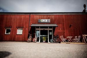 Endast ett stenkast från stora stöten: KBK Bikes.