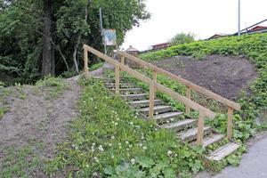 De mest trasiga ställena på promenadvägen, som den här trappan, har reparerats.