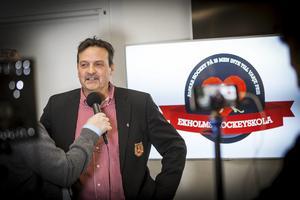 Peter Hermodsson är kritisk mot de höga lönerna i SHL – och vill införa lönetak i både SHL och Hockeyallsvenskan.