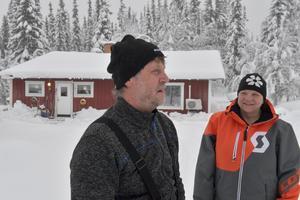 Mats och Åsa Hansson trivs i fjällbyn Storbäcken och med snön.