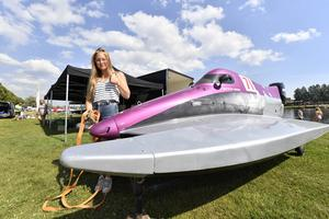 Mathilda Wiberg, från Stockholm, kommer att tävla men med båten på bilden, en Formel 4, blir det bara en uppvisningskörning.