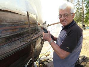 Stig Zettlin har mycket att jobba med för att hålla sin gamla träsnipa i bra skick