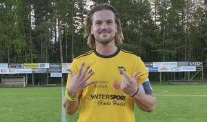 Rasmus Johansson var en starkt bidragande orsak till att Enånger spelar i division 4 igen nästa säsong.