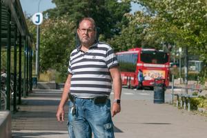 Jonas Carlsson har rätt till färdtjänst. Kraftig allergi gör det svårt för honom att åka med buss eller annan kollektivtrafik.
