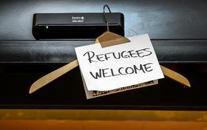 """Debattören skriver att """"De flyktingar som söker sig till Sverige har rätt att tas om hand om"""". Foto: Anders Wiklund/TT"""