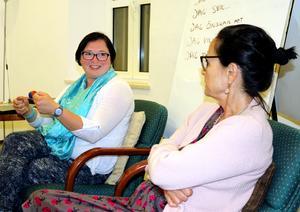 Lana Zilberman och Anita Goldman diskuterar arbetet som utförs av kvinnoorganiationen Women wage peace.