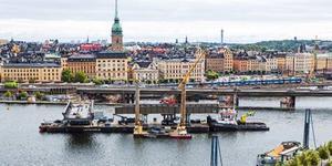 Nyligen sattes en ny bro som är 50 meter lång och 350 ton tung på plats över Söder Mälarstrand och nu är det dags för en större bro att komma på plats.  Foto: Mikael Ullén, Trafikverket