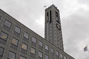 Stadshustornet är 65 meter högt.