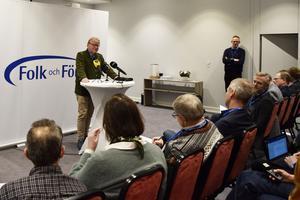 Peter Hultqvist under en extra insatt presskonferens sedan Ulf Kristersson krävt extra miljarder till försvaret.