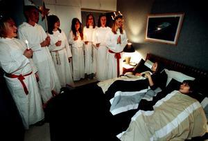 Luciatåg väcker popgruppen User. Året var 2003.