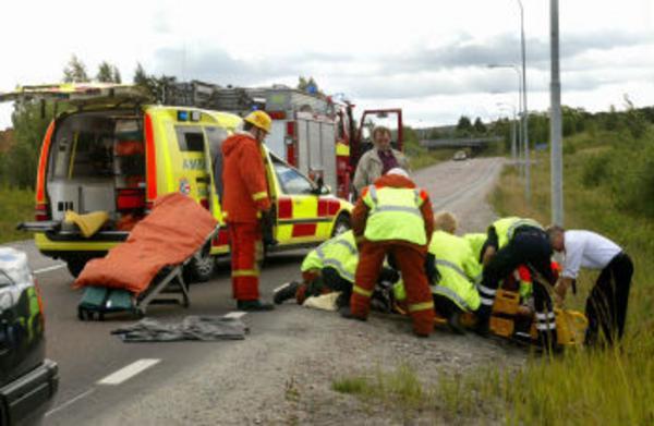 Kvinnan som körde trodde först att hon var oskadad och klev upp ur diket, sedan föll hon ihop.