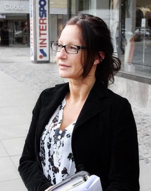 Pia Schröder, Gävle: – Jag har inte så stor koll. Mina barn går i Solängsskolan och Polhemsskolan. Jag litar på att skolorna ger dem det de behöver. Det enda klagomålet de brukar ha är det där gamla vanliga med att skolmaten är äcklig.