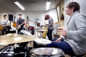 Emil Engberg, Daniel Lindberg, Gustaf Terneborg och Oskar Lönn vet att allt måste sitta inför torsdagens konsert.