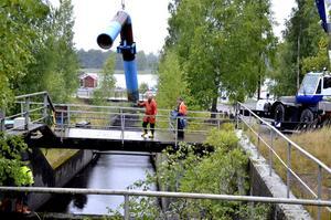 Rörlösning. För att höja vattennivån i Åmmelången ska vatten pumpas genom rör från Vättern.