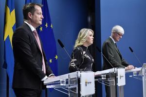 Infrastrukturminister Anders Ygeman socialminister Lena Hallengren och Johan Carlson, generaldirektör för Folkhälsomyndigheten. Foto: Jessica Gow / TT