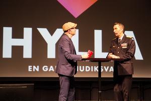 Det finaste uppdraget är att lyfta fram människor som gjort något bra förklarar ÖB Micael Bydén som deltog i Hyllagalan tillsammans med Pär Johansson på fredagen.