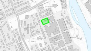 Den gröna markeringen visar var fastigheten Solen 8 ligger, där ägaren vill uppföra två bostadshus med 11-16 våningar.Karta: Södertälje kommun