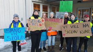 Inför mötet var det ett antal elever som klart och tydligt skickade signaler till kommunledningen. Bild: Lars Sjödin