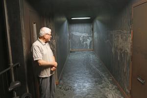 Abdl Mohsen Abosh efter branden i huset på Baldersplan  i torsdags förra veckan.