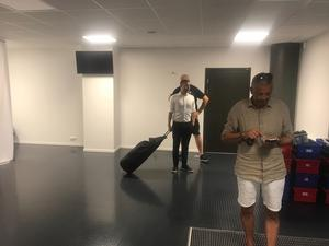 Axel Kjäll fick vänta inne på arenan.