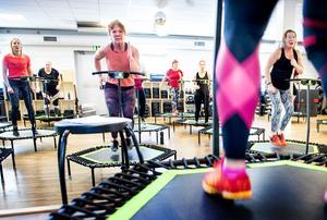 Pia Alm  ska snart leda den en senaste träningsflugan som är jumping fitness på Ego.