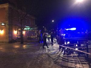 Polisen spärrade av området under släckningsinsatsen.