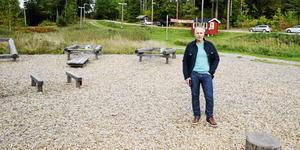 Gräs och flis går an om sommaren. Till vintern vill Lars Karlsson ha snö i Oxvreten. Efter det öppna mötet känner han stöd för att arbeta vidare med planerna på snökanoner.