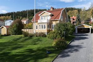 Den gula villan ligger i närheten av Gustavsbergsbacken på Frösön. Foto: Tobias Nykänen.