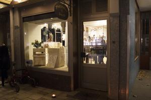 I Presenter och smides lokaler på Långgatan är nu marknadsplats med fem säljare – och också en klädbutik.