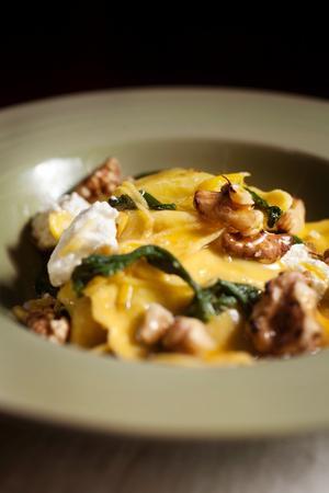 Pasta och salvia är en klockren hit. Låt salvian puttra i smör så får pastan en vidunderlig smak.