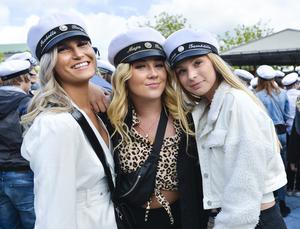 Isabell Berglund, Maja Birkemose och Emma Larsson går i SA 16 på Mikael Elias gymnasium hade en trevlig dag på torget.