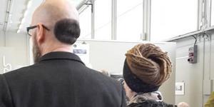 Björn Ola Lind och Amanda Lind har fått stor uppmärksamhet för sina frisyrer. Paret bor i Härnösand.  Foto: Eva Birgitta Sundin