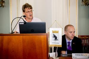 Moderaternas Anders Gäfvert, till vänster, och kommunalrådet Andreas Sjölander (S) var eniga om sin oenighet.