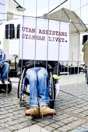 Det är inte bara de assistansbehövande som samhället sviker idag utan också deras familjer.  Foto: TT