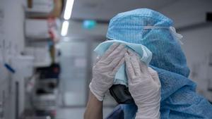 Läkarnas tuffa situation har tärt på tålamodet för regionledningen.