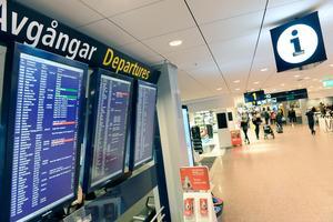 """Debattören skriver att """"sommarlovet kan för flickor betyda en flygbiljett långt från friheten"""". Foto: Fredrik Sandberg/TT"""