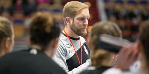 Tränare Frenne Båverud vill inte sätta upp någon målsättning för kommande säsong. Men att laget ska till slutspel hymlar han inte om.